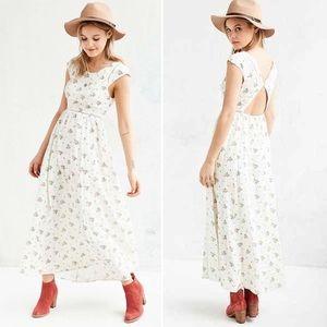 Kimchi Blue UO White Floral Cap Sleeve Maxi Dress